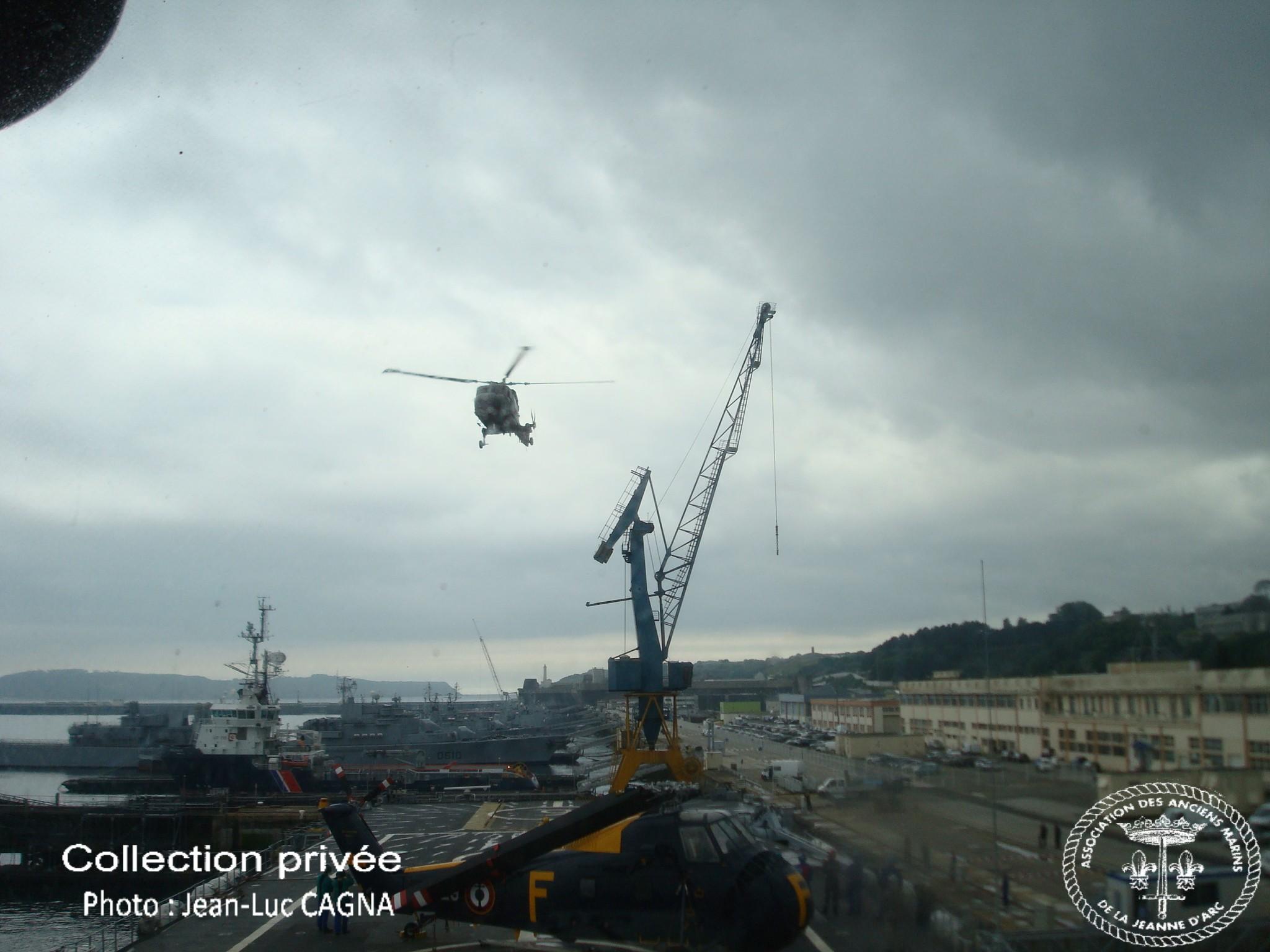31 mai 2010 d placement du porte h licopt res jeanne d - Surplus militaire brest port de commerce ...